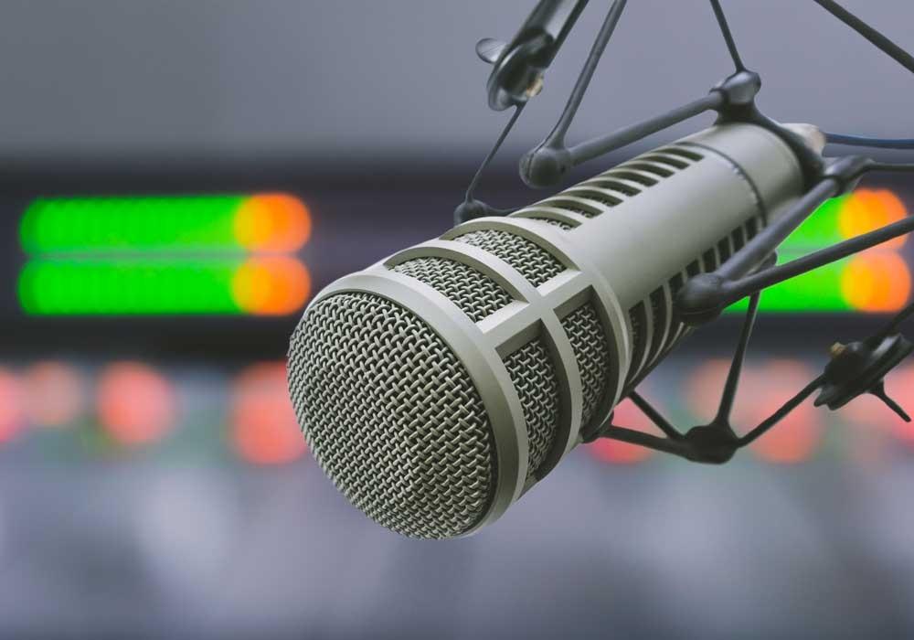 iweb-Stock-microphone-959947132-